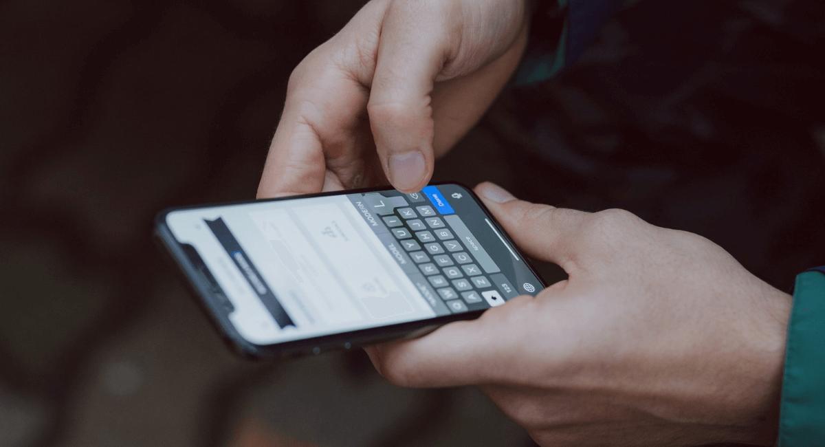 Smartphone Addiction Statistics - Featured Image